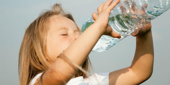 недостаток воды и солей при поносе