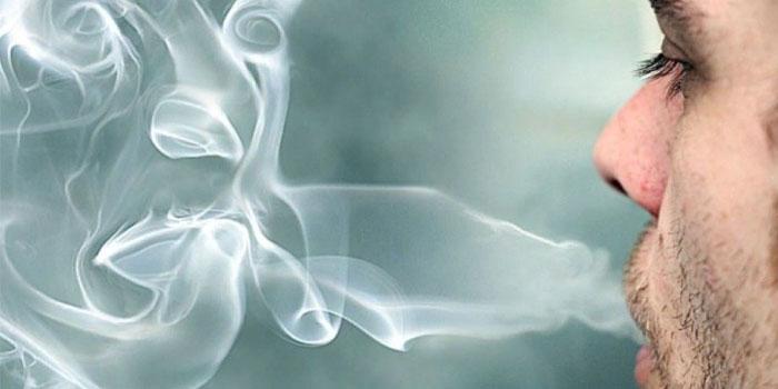вдыхаемый дым раздражает